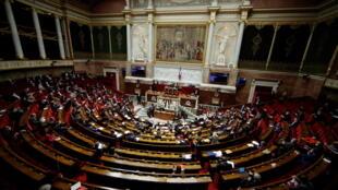 L'Assemblée nationale examine jeudi les moyens pour mieux protéger les mineurs face aux violences sexuelles.