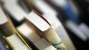 """Des livres présentés au Salon international du livre d'Alger (Sila) ont été saisis pour """"non-respect du règlement intérieur""""."""