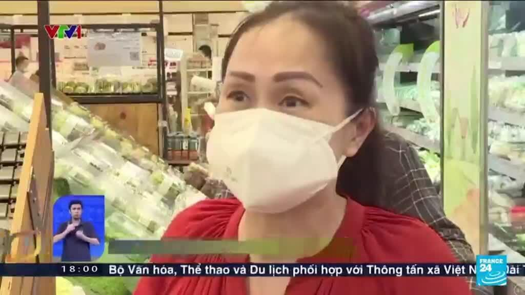 2021-08-23 08:19 Panic buying in Vietnam's largest city before tighter Covid-19 lockdown