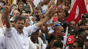 Fernando Haddad, candidato presidencial por el Partido de los Trabajadores, en un acto de campaña en Sao Paulo, Brasil, el 27 de octubre de 2018.