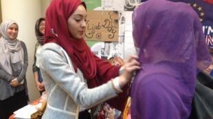 طالبة في معهد الدراسات السياسية تجرب ارتداء الحجاب 20 نيسان/أبريل 2016