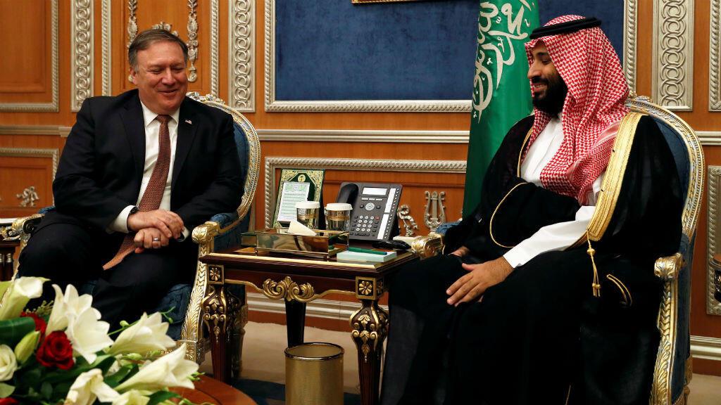 El secretario de Estado de Estados Unidos, Mike Pompeo, reunido con el príncipe heredero de la corona de Arabia Saudita Mohammed bin Salman durante su visita a Riad, Arabia Saudita, el 16 de octubre de 2018.