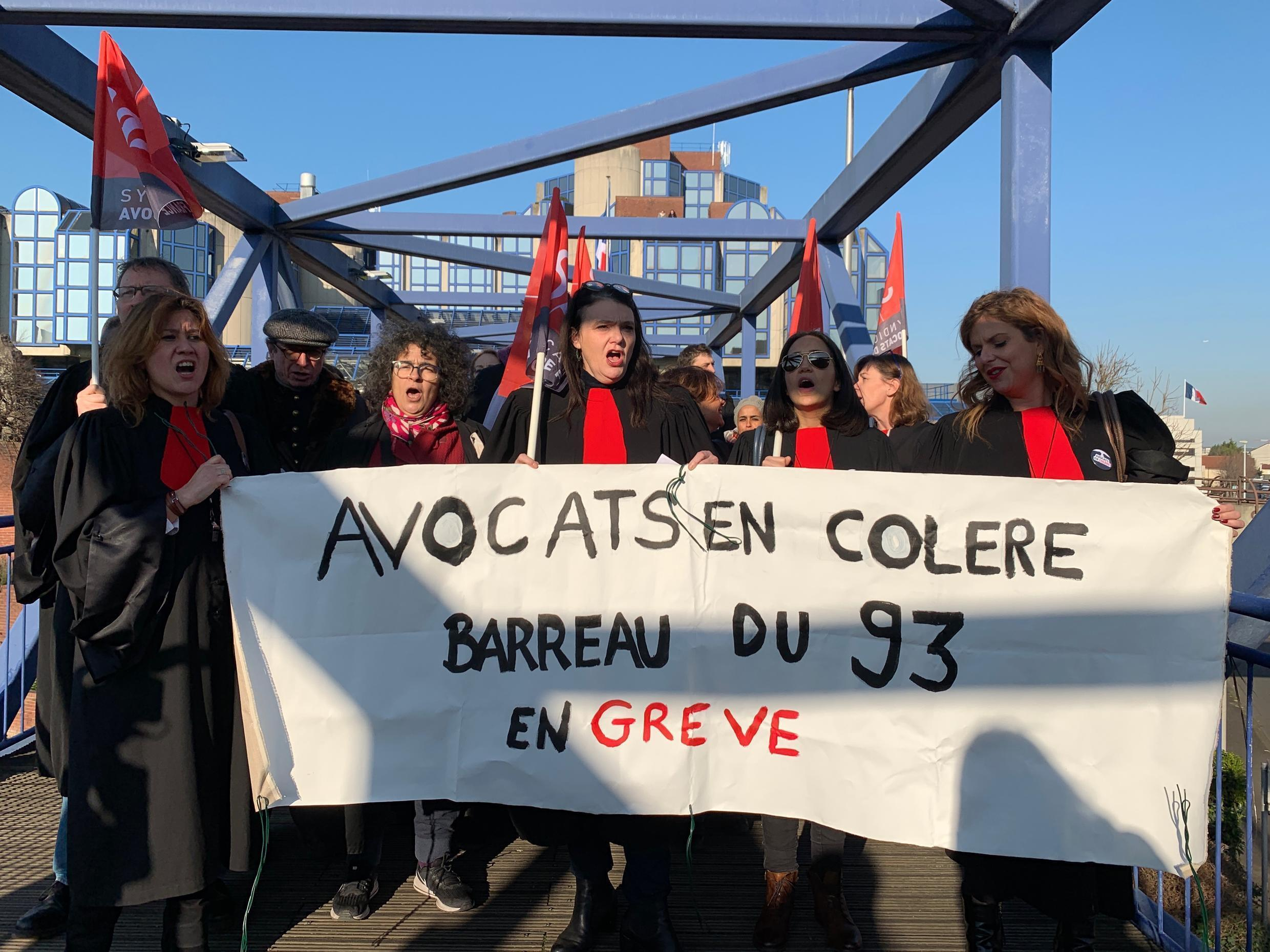 Lawyers of the bar of the 93 demonstrate against the pension reform in front of the Bobigny court, January 21, 2020.