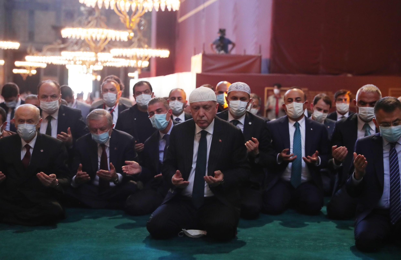 Le président turc Erdogan en visite à Sainte-Sophie, le 23 juillet 2020, la veille de sa réouverture comme mosquée.