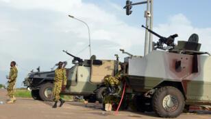 عربات الجيش في شوارع العاصمة واغادوغو