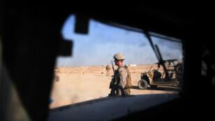 Un soldat américain surveille un entraînement de troupes afghanes à Lashkar Gah, en Afghanistan, le 27 août 2017.