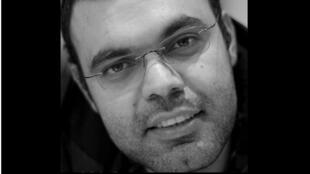معارض إيراني مقيم في فرنسا بصفته لاجئا سياسيا منذ 2010.