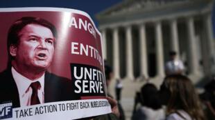 Plusieurs milliers de personnes ont manifesté contre la nomination de Brett Kavanaugh à la Cour suprême, le 5 octobre 2018.