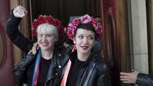 Neuf Femen ont été relaxées par le tribunal correctionnel de Paris à l'issue de leur premier procès.