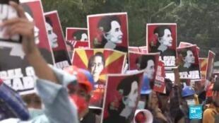 2021-02-15 18:06 Birmanie : malgré les mesures de l'armée, la contestation persiste