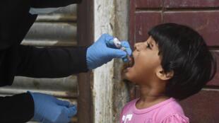 باكستان تستأنف حملات التلقيح ضد شلل الأطفال بعد التوقف لأربعة أشهر