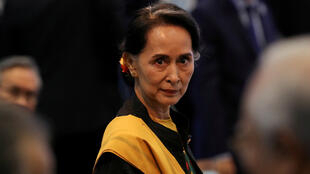 La Consejera de Estado de Myanmar, Aung San Suu Kyi, asiste a la sesión inaugural de la 31ª Cumbre de la ASEAN en Manila, Filipinas, el 13 de noviembre de 2017.