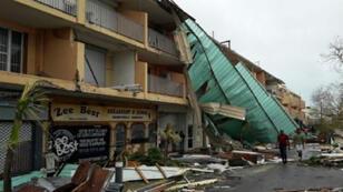 Des habitations détruites sur l'île française de Saint Martin, jeudi, après le passage de l'ouragan Irma.