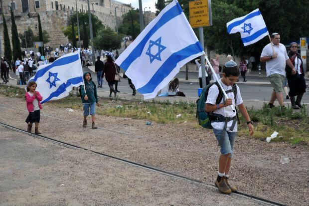 Des enfants commémorent la réunification de Jérusalem en 1967, le 13 mai 2018, à Jérusalem.