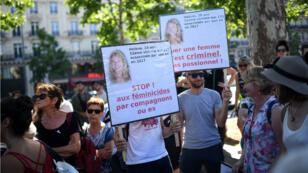 Des manifestants place de la République à Paris samedi 6 juillet.