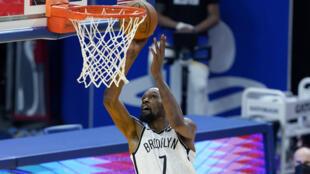 Kevin Durant de los Brooklyn Nets durante un partido de la NBA contra los Golden State Warriors en el Chase Center el 13 de febrero de 2021 en San Francisco, California