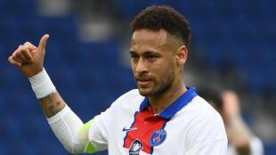 L'attaquant brésilien du Paris-SG, Neymar, lors du quart de finale de la Coupe de France à domicile contre Angers, le 21 avril 2021