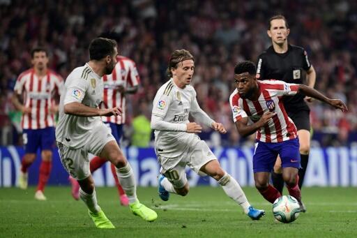 بطولة إسبانيا: برشلونة يفوز خارج الديار ويستفيد من التعادل في دربي العاصمة
