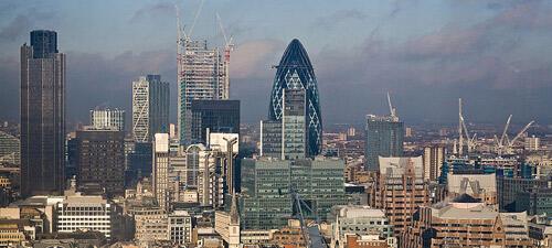 Les grues s'activent dans la City de Londres, qui voit pousser les gratte-ciel à chaque coin de rue. © Creative Commons