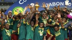 لاعبو الكاميرون يحتفلون بالفوز بكأس إفريقيا للأمم، الغابون، 2017
