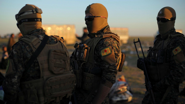 Combatientes de las Fuerzas Democráticas Sirias (FDS) cerca de la aldea de Baghuz, Siria, el 1 de marzo de 2019.