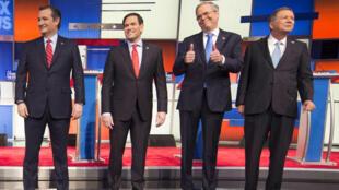 Les candidats républicains  Ted Cruz, Marco Rubio,Jeb Bush et John Kasic, le 28 janvier 2016 à Des Moines.