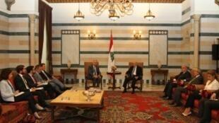 رئيس الوزراء اللبناني تمام سلام خلال استقباله وزير الخارجية الفرنسي جان مارك إيرلوت