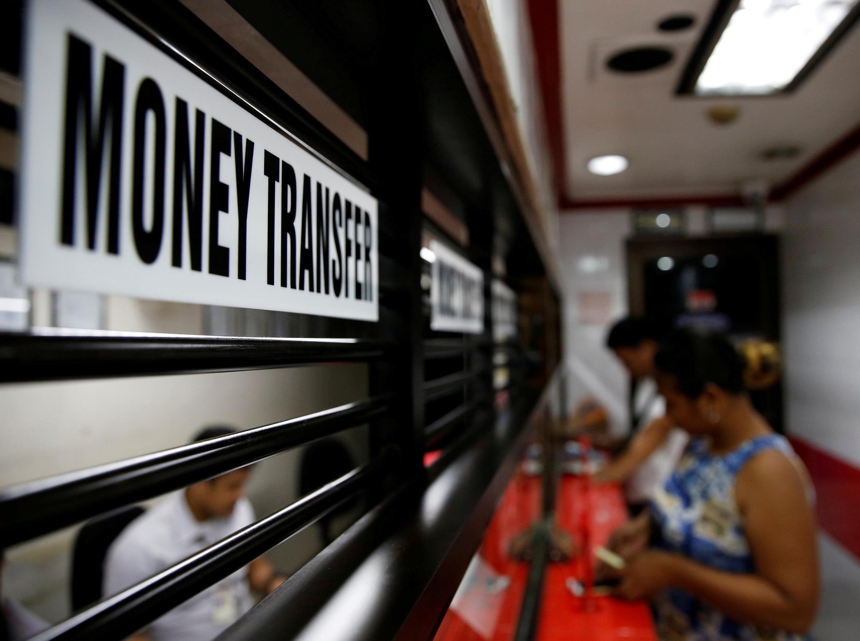 """El Banco Mundial prevé que la caída del flujo de remesas este año sea """"el más abrupto en la historia reciente""""."""