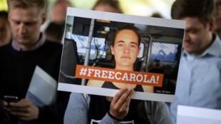 Des manifestants demandent la libération de Carola Rackete à Cologne, en Allemagne, le 2 juillet 2019.