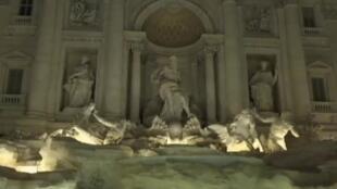 """نافورة """"تريفي"""" الشهيرة في روما بعد ترميمها في 3 تشرين الثاني/نوفمبر 2015"""
