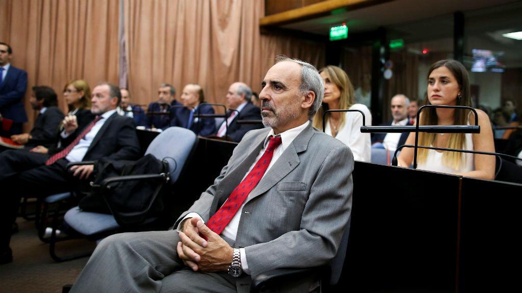 El 28 de febrero de 2019, el ex juez federal argentino Juan José Galeano observa en una sala del tribunal antes de escuchar el veredicto en el juicio por presunto encubrimiento en el atentado de 1994 de la AMIA, en Buenos Aires, Argentina.