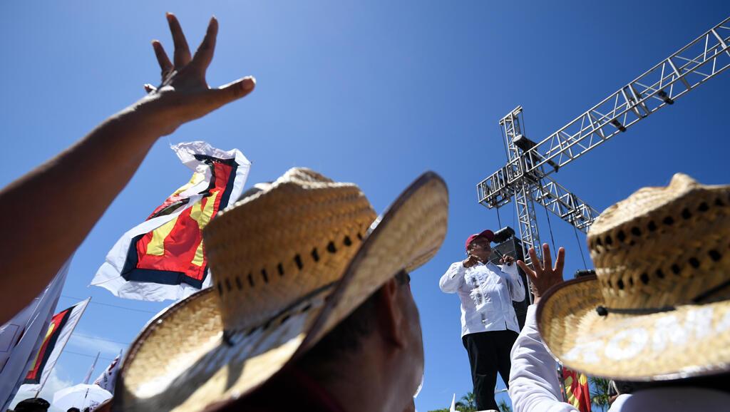 El candidato presidencial de México para el partido MORENA, Andrés Manuel López Obrador, pronuncia un discurso durante un mitin de campaña en Acapulco, Estado de Guerrero, México, el 25 de junio de 2018.