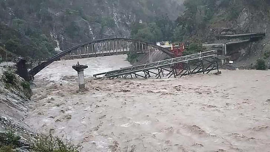 Regarder la vidéo L'Inde et le Népal touchés par des inondations et des éboulements meurtriers