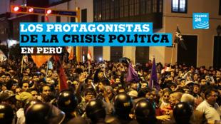 La policía vigila mientras los partidarios del presidente de Perú , Martín Vizcarra, celebran afuera del edificio del Congreso después de la disolución del Congreso en Lima, Perú , el 30 de septiembre de 2019.