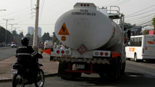 Representantes del Gobierno de México investigan a 114 empresas por su presunta participación en el robo y la venta ilegal de combustible