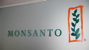 Logo de la empresa Monsanto en su sede en Morges, Suiza.