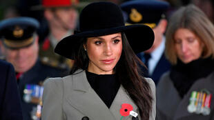 La prometida estadounidense del príncipe Harry de Gran Bretaña, Meghan Markle, asiste a un servicio de amanecer del día de Anzac en Hyde Park Corner en Londres, Reino Unido. 25 de abril de 2018.