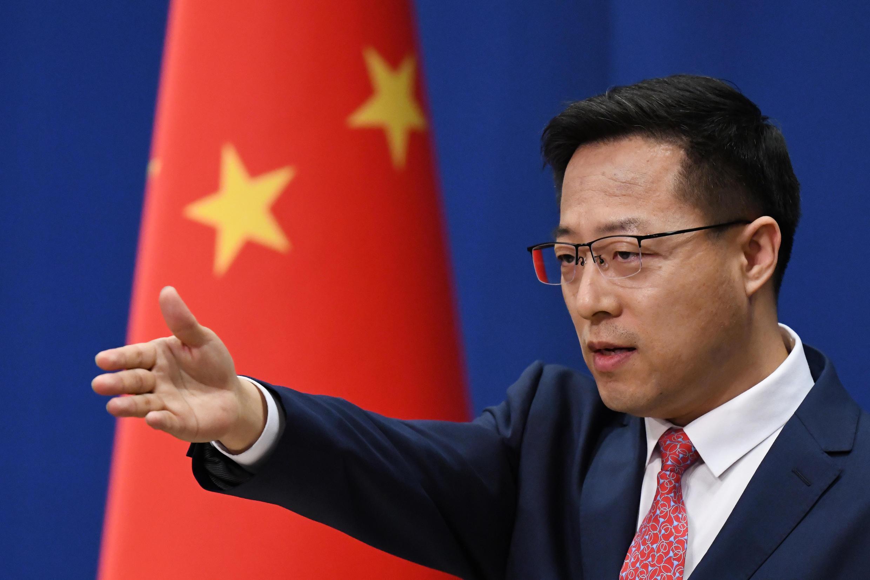 Le porte-parole du ministère chinois des Affaires étrangères Zhao Lijian lors de la conférence de presse à Pékin le 8 avril 2020.