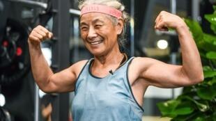 الجدة الصينية تشين جيفانغ في إحدى صالات الرياضة في شنغهاي في 17 ايلول/سبتمبر 2020