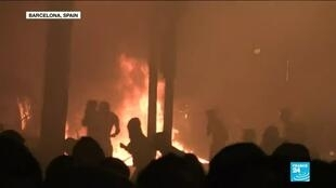 2019-10-19 09:08 The fifth night of chaos in the streets of Barcelona followed huge separatist rallies