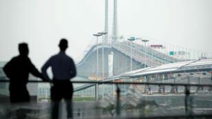 Une vue du pont entre Macao, la Chine continentale et Hong Kong depuis la ville chinoise de Zhuhai.