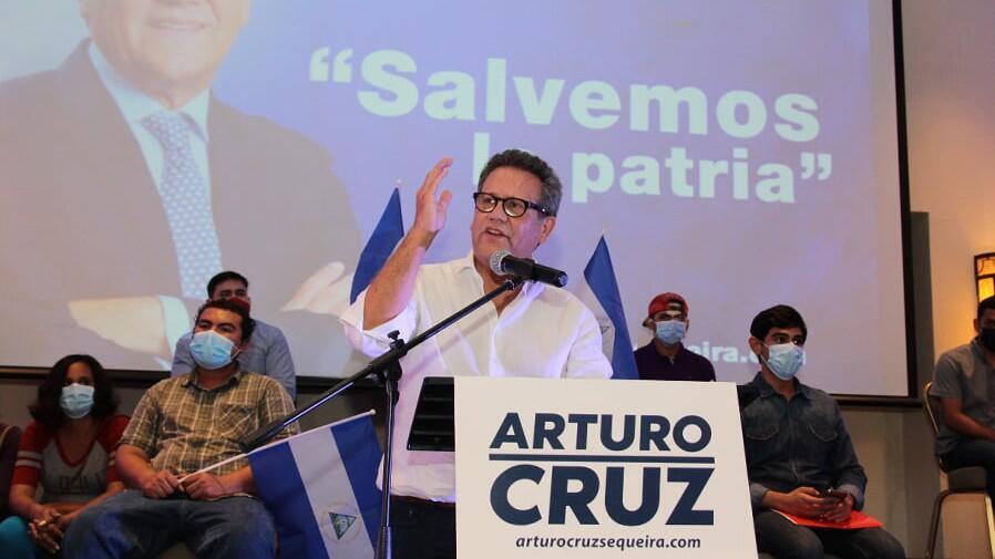Arturo Cruz, aspirante presidencial, durante una reunión política en Managua, Nicaragua.