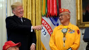 El presidente Donald Trump durante una ceremonia de homenaje para veteranos amerindios, en la Casa Blanca, el 27 de noviembre del 2017.