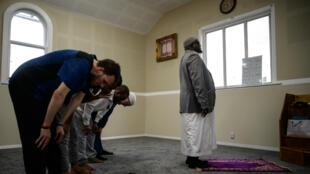 Des musulmans prient dans la mosquée Linwood de Christchurch, le 25mars2019.