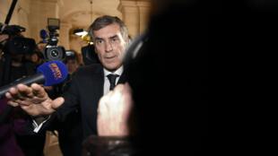 Jérome Cahuzac a bousculé deux journalistes à son arrivée au tribunal.