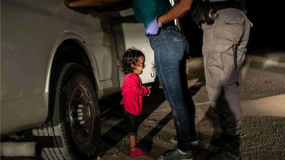 Imagen nominada para World Press foto del año en el concurso de fotografía de World Press: Yana, de Honduras, llora cuando un agente de la Patrulla Fronteriza de EE. UU., En McAllen, Texas, EE. UU.