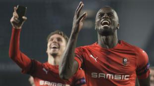 Le Sénégalais, Mbaye Niang, célèbre son but lors du match retour contre Betis Seville.