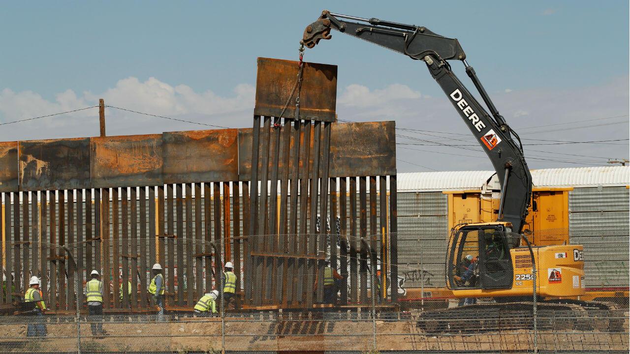 La construction de nouvelles sections du mur frontalier avec le Mexique a commencé en septembre2018, à ElPaso(Texas).