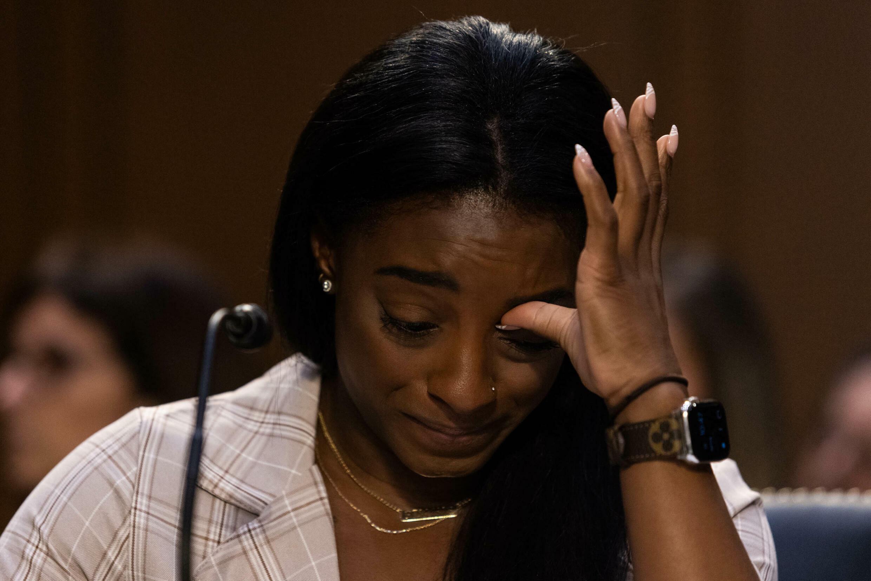 La gymnaste olympique américaine Simone Biles témoigne lors d'une audience au Sénat sur le rapport de l'inspecteur général sur la gestion par le FBI de l'enquête de Larry Nassar sur l'agression sexuelle de gymnastes olympiques, à Capitol Hill, le 15 septembre 2021, à Washington, D.C.