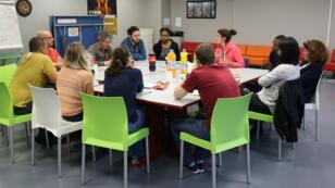 """Une dizaine de jeunes ont participé au café philo organisé le 12 avril dans """"la résidence du Mail"""", un foyer de jeunes travailleurs du Val d'Oise."""